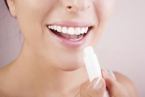 woman-lip-balm